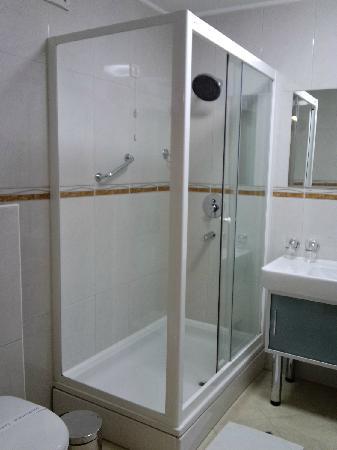 Hotel Savus: 卫浴