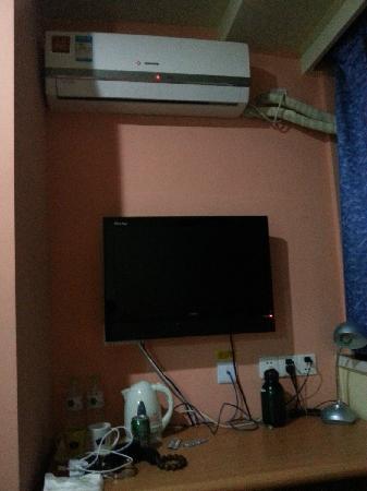 Home Inn Hangzhou Xihu Yan'an Longxiang  Road: 卧室里的小书桌