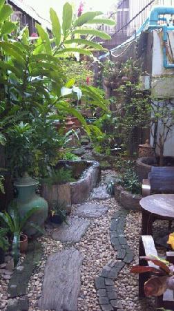 يورانا بوتيك هوتل: 酒店的小花园