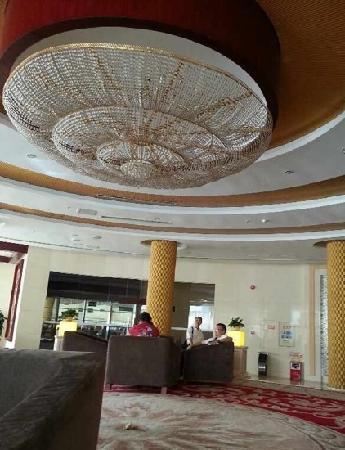 Liannan International Hotel : 金碧辉煌的lobby