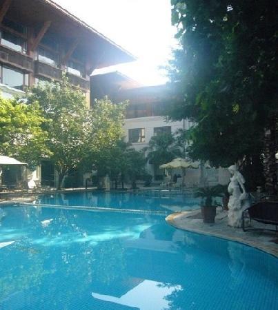 Pearl Bay Seaview Hotel: 泳池