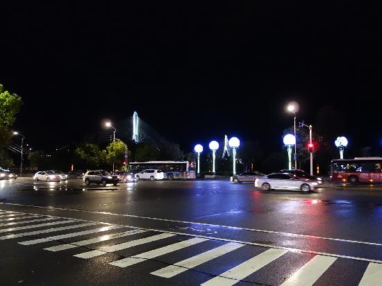 Yichang International Hotel : 酒店江边夜景