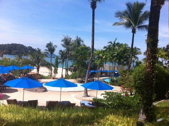 Berjaya Langkawi Resort - Malaysia: 酒店的游泳池和海滩