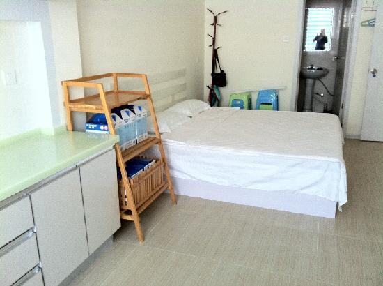 Weihai Yijia Family Guest House : 家庭房卧室带厨房独立卫生间