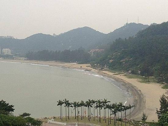 Hac Sa (Black Sand) Beach: 沙滩