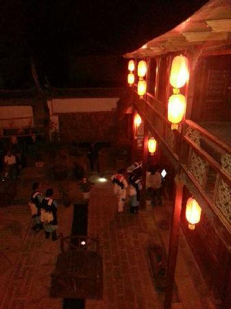 Baisha Holiday Resort Lijiang: 篝火晚会