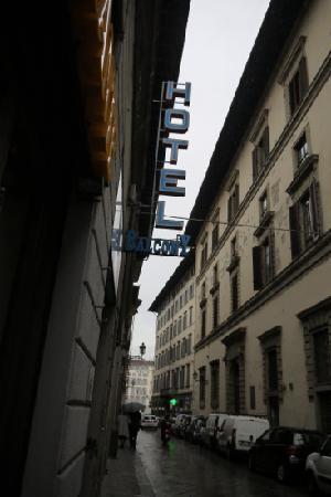 Hotel Balcony: b