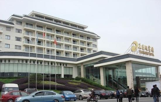 Tianmuhu Hotel: 门口