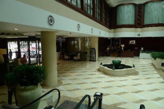 Yihao Business Hotel: 大堂
