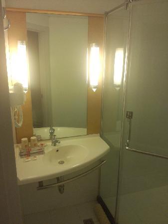 Ibis Hotel Beijing Jian'guomen: 浴室