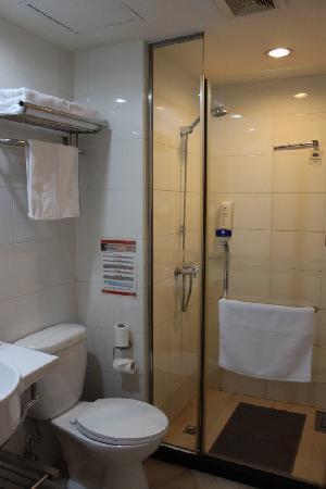 Hanting Inns Tanggu Waitan: 卫生间及浴室