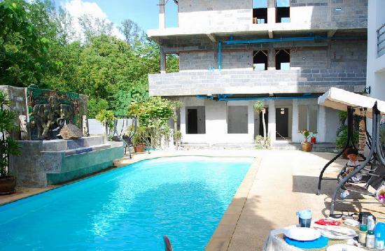 Arun Seaview Apartment: arun seaview hotel的游泳池