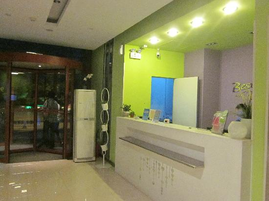 Bestay Hotel Express Xi'an South 2nd Ring UESTC: 前台