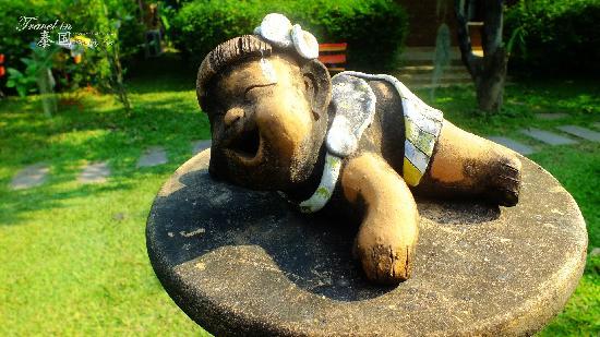Gongkaew Chiangmai Home: 雕塑