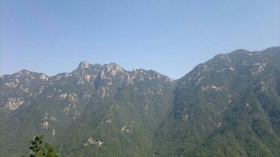 Jiuhuashan (Mountain of Nine Lotuses): 天然睡佛
