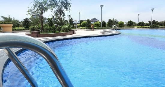 Outdoor Swimming Pool Picture Of Hj International Hotel Dongguan Tripadvisor