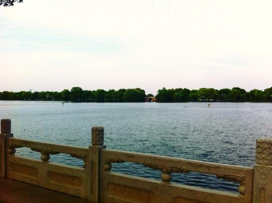 Yanggong Dike: 西湖