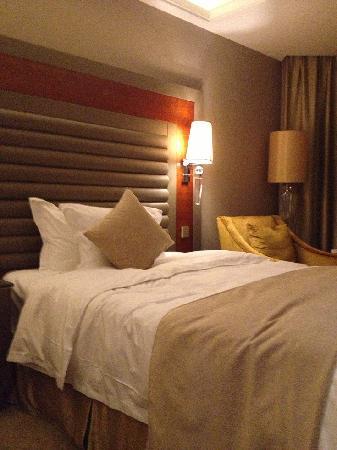 Crowne Plaza Shenyang Parkview: 标准间的床