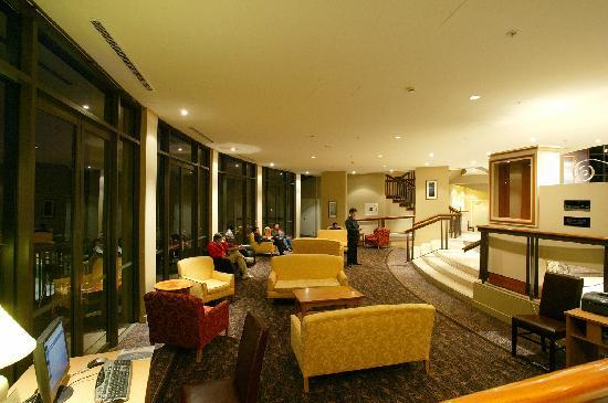 Copthorne Hotel and Resort Queenstown Lakefront: 大堂