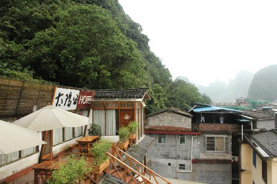 Huatiancuo Youth Hostel: The left side.