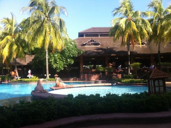 Diamond Cliff Resort and Spa: 泳池
