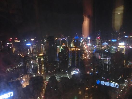 Kempinski Hotel Guiyang: 从房间看出去夜景还不错