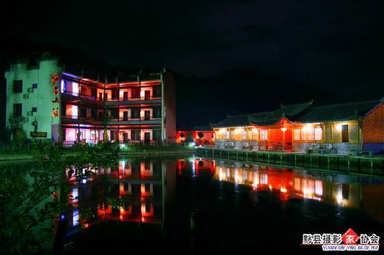 Xieli Hostel: 山庄夜景