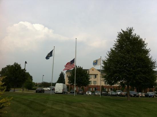 Fairfield Inn Ann Arbor : 酒店外星条旗