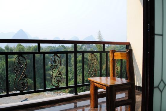 Yangshuo River Valley Resort Hotel: 阳台山景 早起听鸟鸣  晚间抚轻风