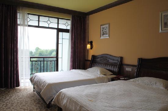 Yangshuo River Valley Resort Hotel: 山景 阳台 标间  柔软 舒适