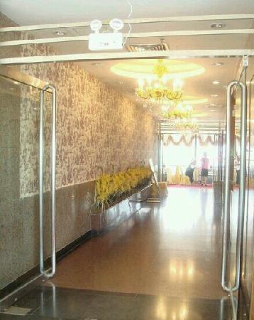 Aiqun Hotel: 顶楼餐厅