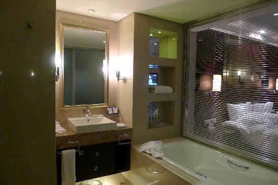 Crowne Plaza Hotel : 酒店浴室