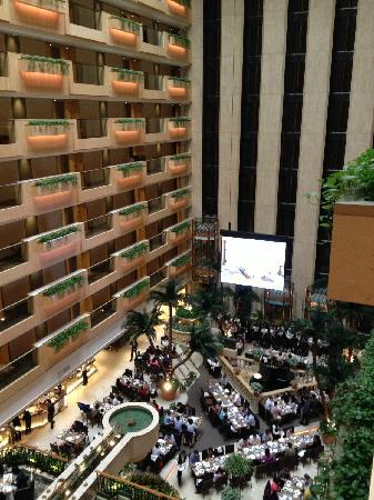 โรงแรมรอยัล การ์เด้น: 酒店餐饮区