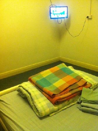 Newcastle Beach YHA: double room