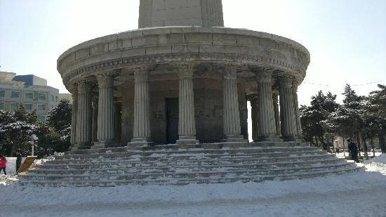 Siping Martyrs Monument: 2