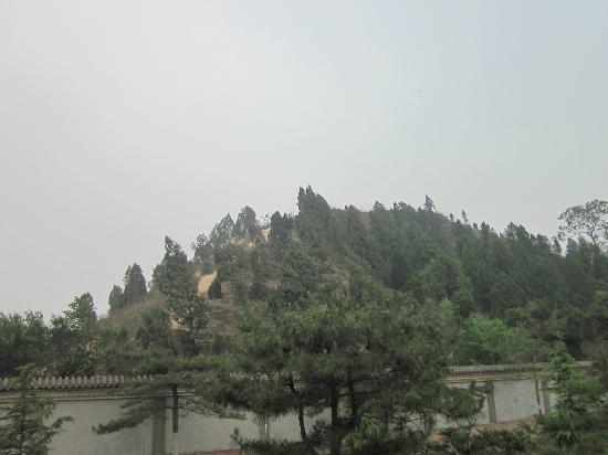 Tomb of Emperor Wudi (Maoling): 近观茂陵