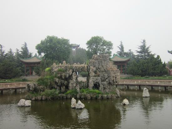 Maoling Mausoleum : 院内景观
