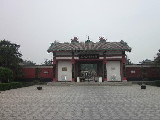 Maoling Mausoleum : 大门