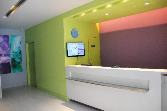 Bestway Hotel Express Shenyang Shenbei University: 百时大堂及吧台