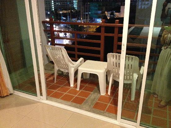 Amata Patong: 阳台