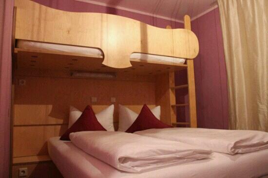 Hotel Fantasia: 酒店家庭房房间