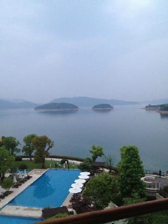 阳台望泳池 - Picture of InterContinental One Thousand Island Lake