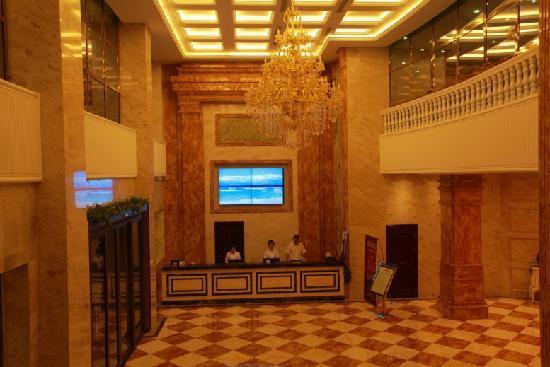 Regis Inn Hotel: 酒店前厅