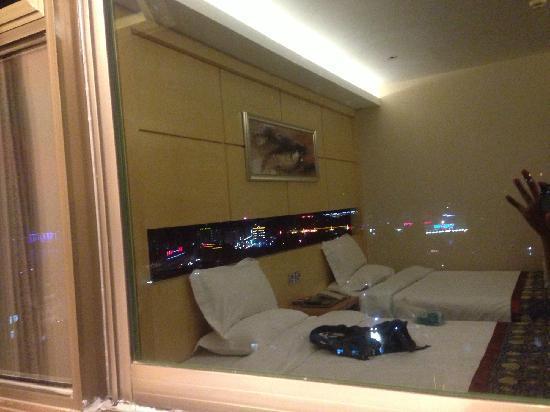 Jinye Hotel: bed