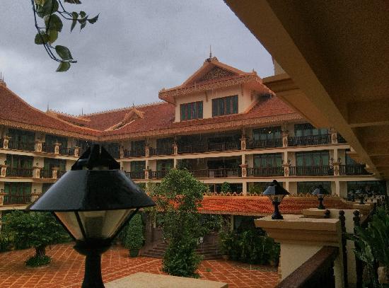 Angkor Era Hotel: 雨中景 排水做得不错