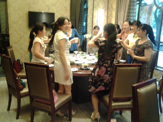 Jinhui Hotel: 聚餐