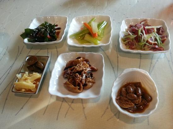 Jingyuanxiuxian Hostel: 早餐的小菜