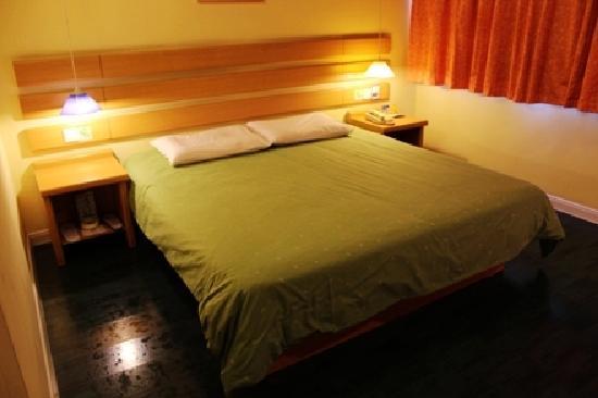 Home Inn (Nanning Dongge Road): 酒店大床房