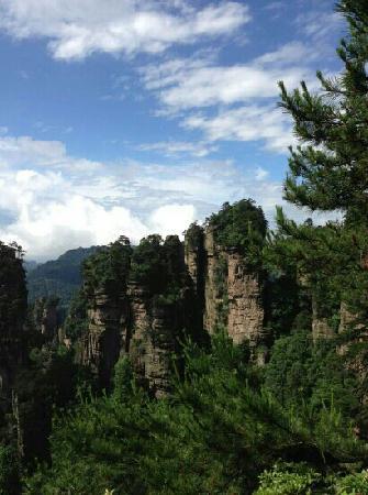Huangshi Village: 黄石寨