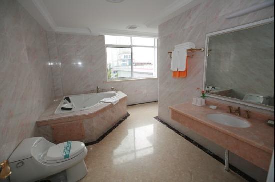 Jinxiu Hotel: 宾馆六号楼套房卫生间